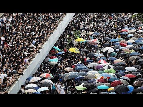 Χονγκ Κονγκ: Χιλιάδες διαδηλωτές στους δρόμους