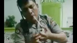 Download Video Polisi isap sabu sabu dirumah bandar narkoba MP3 3GP MP4