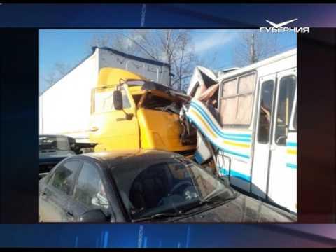 На выезде из Жигулевска столкнулось 14 машин