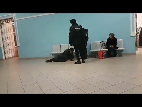 «Сейчас на улицу пойдешь мерзнуть»: в Башкирии полицейские спихнули с сиденья на вокзале пенсионера
