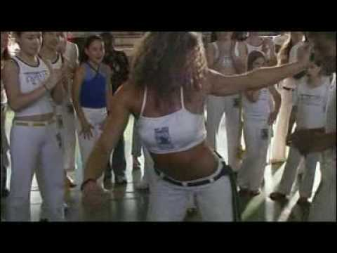 Brasileña bailando Samba