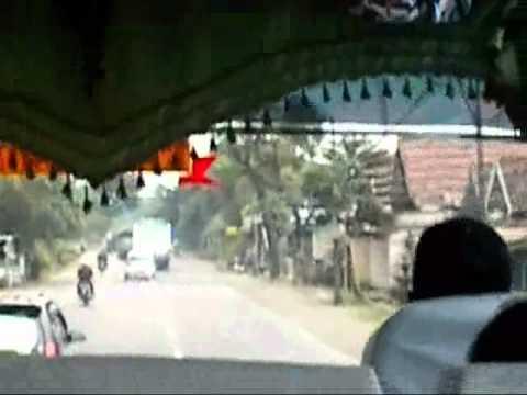 Video Sopir Bus ugal-ugalan perjalanan dari Tulungagung-Kediri