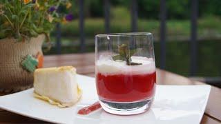 Im Yufka gebackener weißer Schimmelkäse, mit klarem Erdbeercappuccino und Erdbeer-Basilikum-Coulis