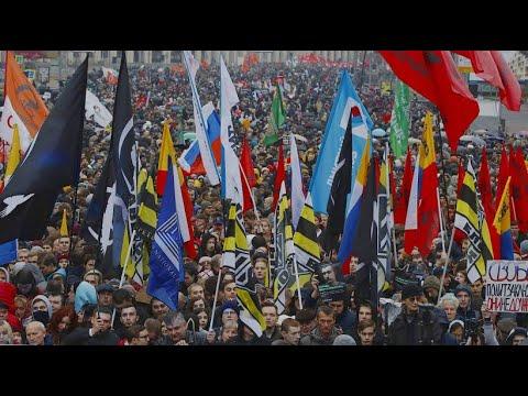 Russland: Zehntausende fordern bei Protesten in Moskau ...
