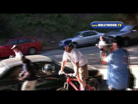 Jack Black Chased by Paparazzi