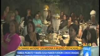 Dra. Jenny Lopez Galardonando a Grandes Mujeres en El Salvador