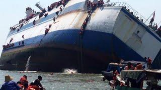 Video DETIK DETIK kapal laut  di Hantam ombak besar   mengerikan sekali. MP3, 3GP, MP4, WEBM, AVI, FLV Januari 2019