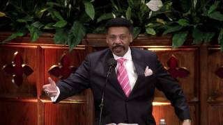 Dr. Tony Evans speaking at Moody Founder's Week 2017.