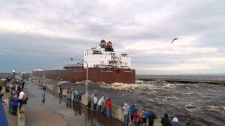 Video Giant ship going under the Lift Bridge in Duluth, MN Paul R. Tregurtha MP3, 3GP, MP4, WEBM, AVI, FLV Desember 2018