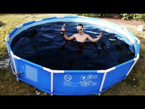 Парни топят Mentos и дрон за 1400 долларов в бассейне из Кока-колы