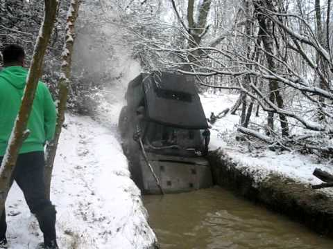 Off-Roading Fail: Range Rover struggles attempting muddy water hole