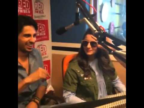 Alia Bhatt and Sidharth Malhotra live on Red FM talk about Kapoor and sons