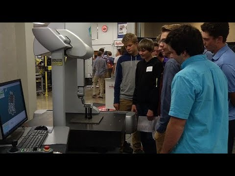 Students get glimpse of manufacturing in digital age