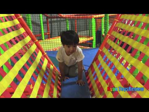 Indoor Playground Family Fun Play Area for kids Giant inflatable  Slides Children Play Center (видео)