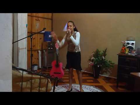 Cantora Lara Vitória-Fenômeno-Santa Adélia(ensaio)