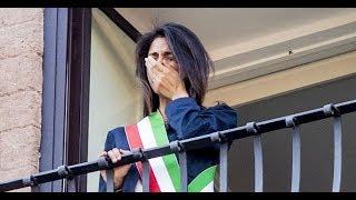 Vittorio Sgarbi commenta la decisione del sindaco di Roma, Virginia raggi, di querelarlo per averla definita «incapace»