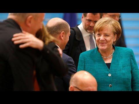 Γερμανία: Αντιπαράθεση Μέρκελ- Ζεεχόφερ για το προσφυγικό…