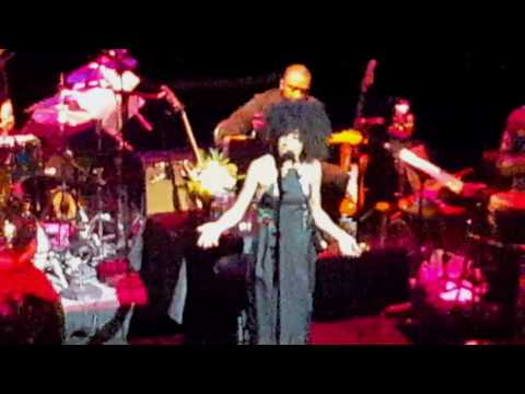 Esperanza Spalding, Dianne Reeves & Dee Dee Bridgewater, live at The Apollo Theater. (видео)