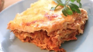 "♡ En este video comparto como hacer una deliciosa lasaña de pollo con salsa Alfredo. Super fácil y sobre todo exquisita!! Espero que les gusten.♡ In this video I share with you how to make a delicious chicken Alfredo lasagna. Super easy & so tasty!! Hope you enjoy.****************************************­*********************¿Té gustó la recta? Did you enjoyed this recipe?Si te gusta la receta dale a ""ME GUSTA"" y comparte el enlace 😃If you like this recipe hit the ""LIKE"" button and share the link 😃****************************************­*********************➜ Quieres ver más  Want to see more:■ Recetas de pasta Pasta recipes: https://www.youtube.com/watch?v=uHfrt-RpQF0&list=PLX6eKuraxI3A_9Yo4DUp1tw0ngowudaXy■ Receta de como hacer el pollo  How to make the chicken recipe:https://www.youtube.com/watch?v=R6VFjXcrZdY▬▬▬▬▬▬▬▬▬▬▬▬▬▬▬▬▬▬▬▬▬▬▬▬▬►►Suscríbete aquí, es gratis!!  http://bit.ly/2awZ4C7◄◄►►Subscribe here, it's free!! http://bit.ly/2awZ4C7◄◄➜ Dónde más me puedes encontrar?! ➜ Where else can you find me?!■ MI BLOGGOOGLE: http://bit.ly/2dohyDD■ FACEBOOK: http://bit.ly/2cYS0x0■ INSTAGRAM: http://bit.ly/2da8n7w■ PINTEREST: http://bit.ly/2cOOiTj ■ SNAPCHAT: Anasnaps26****************************************­*********************►►Ingredientes  Ingredients◄◄Placas para lasaña  Lasagne layersSalsa de tomate para lasaña  Tomato sauce for lasagnaQueso Ricotta  Ricotta cheeseQueso  CheesePollo  Chicken https://www.youtube.com/watch?v=R6VFjXcrZdYSalsa Alfredo  Alfredo SauceOpcional  Optional:Tocino  BaconMuchas gracias por su apoyo, los amo!!Thank you for your support, love you all!!▬▬▬▬▬▬▬▬▬▬▬▬▬▬▬▬▬▬▬▬▬▬▬▬▬Music:Life of Riley by Kevin MacLeod is licensed under a Creative Commons Attribution license (https://creativecommons.org/licenses/by/4.0/)Source: http://incompetech.com/music/royalty-free/index.html?isrc=USUAN1400054Artist: http://incompetech.com/"