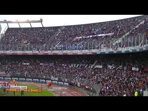 Lanus Campeon: Momento justo donde los hinchas de Lanus festejan el gol de Junior Benitez - La Barra 14 - Lanús