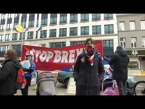 Βρυξέλλες: Με τραγούδια ζητούν να σταματήσει το Brexit