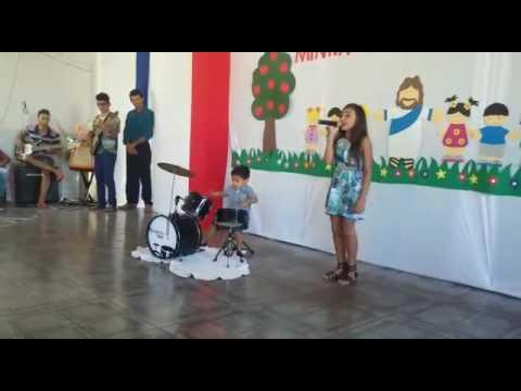 Arthur tocando bateria no Congresso Infântil IEAD São Pedro dos Crentes-MA