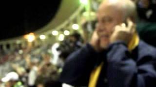 Aos 43 minutos do segundo tempo Marcos Assunção cobra a falta na gaveta, trazendo a classificação ao Palmeiras, Chupa...