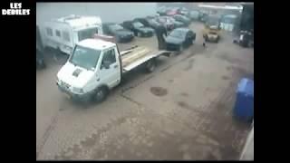 Patrz gościu jak się ładuje auto na lawetę. Kaskader w akcji