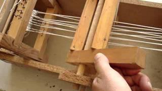 Maqueta funcional de telar con dos lizos