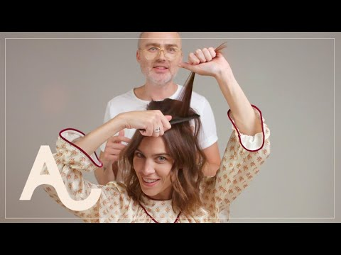 Alexa Chung Hair Tutorial How To Get A 60s Look | ALEXACHUNG видео