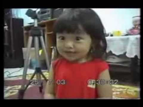 Very Cute Asian Baby Girl Singing (VIDEO)