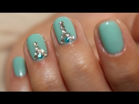 Стразы на ногти в домашних условиях фото