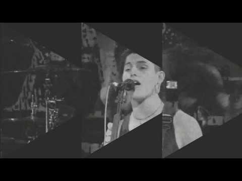 Tekst piosenki Black Tide - In The Mirror po polsku
