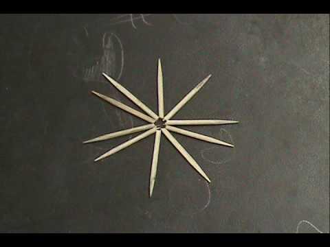 capilaridad. - Dobla los picadientes colocalos en estrella y añade una gota de agua en el centro.