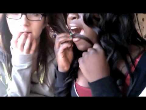 Lesbians Rubbing and Grinding (видео)
