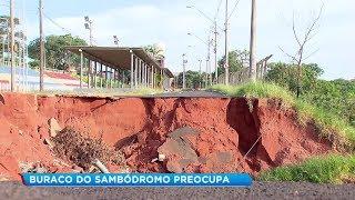 Bauru: cratera aberta no sambódromo ainda não foi fechada e situação preocupa moradores