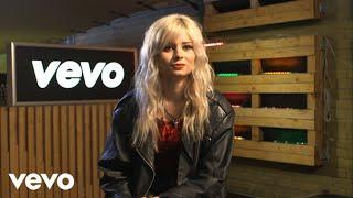 Iggy Azalea, Bastille, Nina Nesbitt, John Newman - #VEVOHalloween– YNOT Interview
