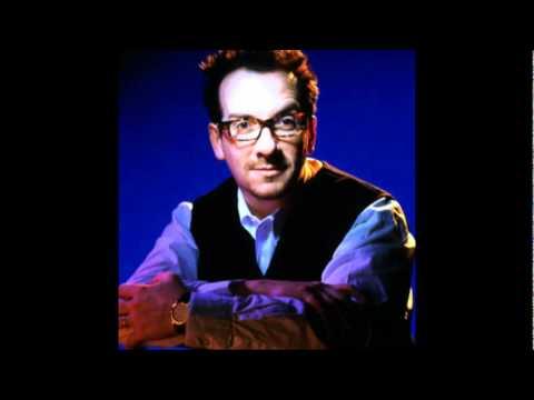 Tekst piosenki Elvis Costello - Lover's Walk po polsku