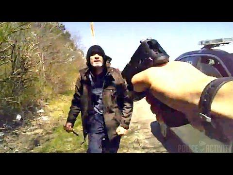 В США полицейский получил медаль после того как он подстрелил напавшего на него с ножом уголовника