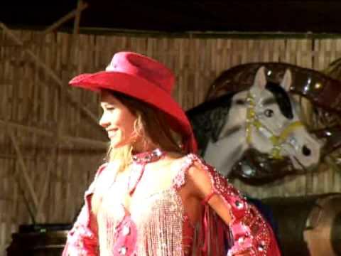 Escolha da Rainha 2012 - Desfile Larissa Souza (Morro Agudo SP)