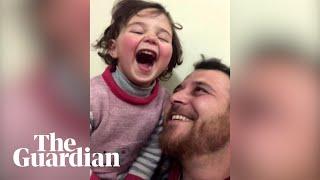 Syria: ojciec nauczył córeczkę śmiać się, gdy słyszy wybuch za oknem