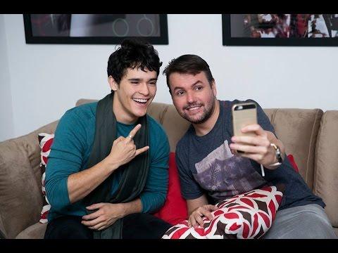 """Apimentando – Júlio Oliveira: Ser famoso no Instagram não serve pra nada"""""""
