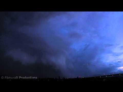 البرق يضرب طائرة تحلق في سماء واشنطن