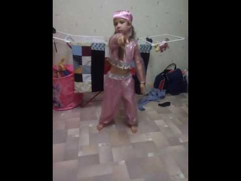 Танцую танец шахерезады Матвей каратист (видео)