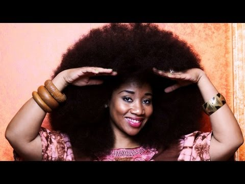 Afro - Biggest Afro Hair In The World - Guinness World Record SUBSCRIBE: http://bit.ly/Oc61Hj BOUNCY Aevin Dugas boasts the world's biggest afro - measuring an incr...