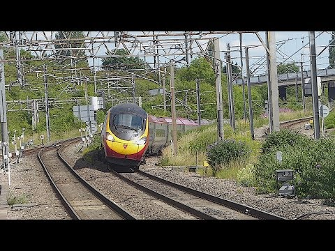 Virgin Trains 'Pendolino' passes Rugby (5/7/17)