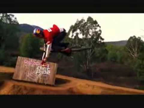 Спорт Видео про трюки на велосипеде