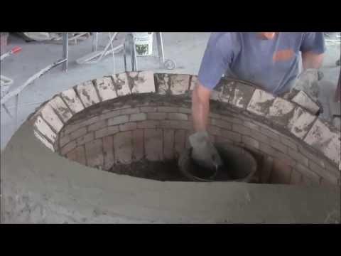 FORNO A LEGNA - Un breve video che mostra la tecnica di costruzione dei nostri forni a legna artigianali, costruiti con metodo artigianale. Il forno a legna nel video è un f...