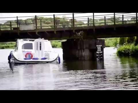 VIDEO: Cruiser gets stuck under bridge on Norfolk Broads