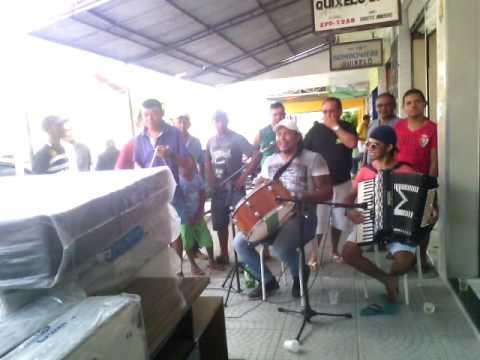 Kelvin o garotinho do forró em um show ao vivo na sua cidade de Quixelô